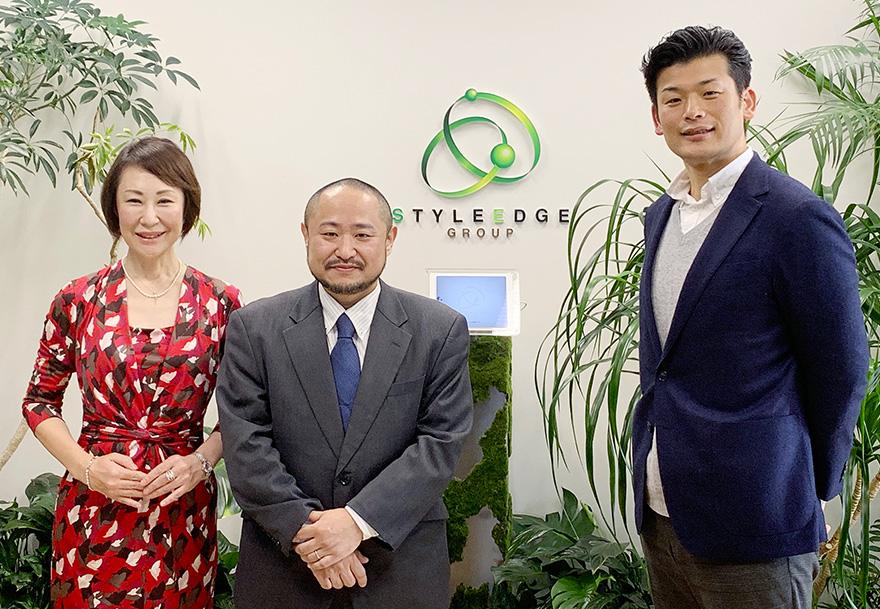 向かって左から、インタビュアーの小松さん、初瀬、東さんの写真
